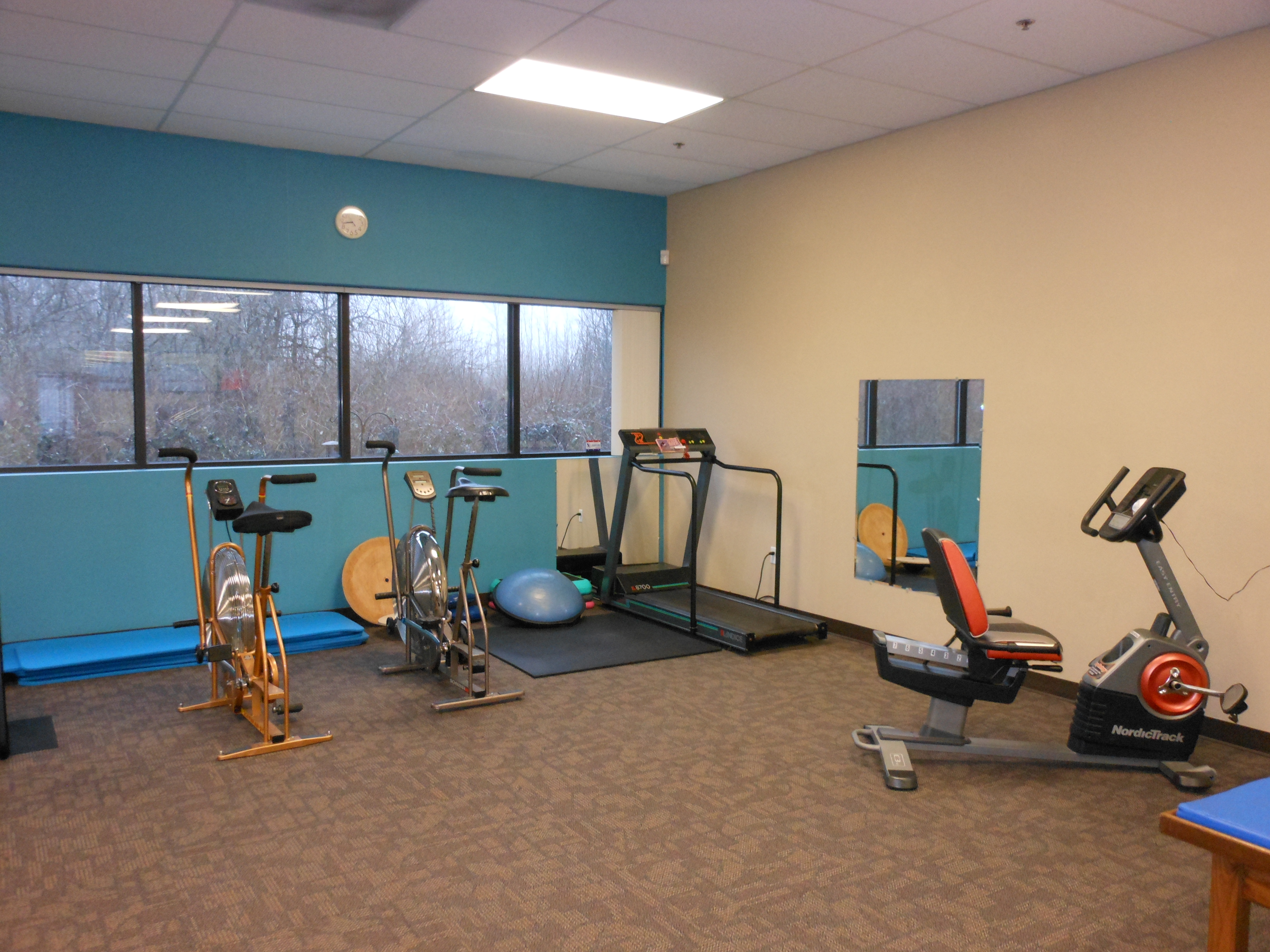 Equipment exercise physical therapy - Battle Ground Physical Therapy Our Gym